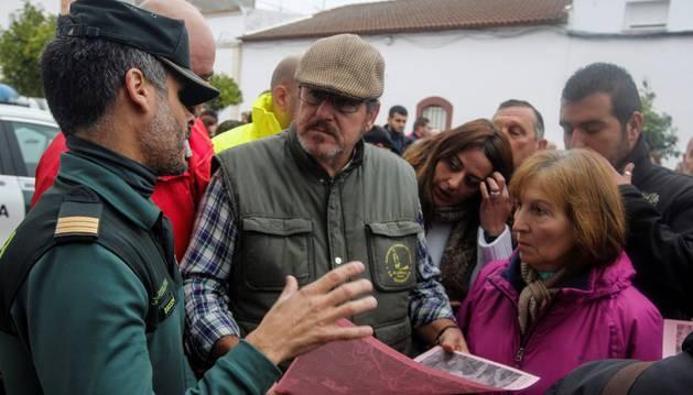 La Guardia Civil coordina a los voluntarios desplazados esta mañana a El Campillo (Huelva) para participar en la búsqueda de la joven zamorana Laura Luelmo, desaparecida desde el miércoles cuando salió de su casa, en la localidad de El Campillo (Huelva), a practicar deporte.