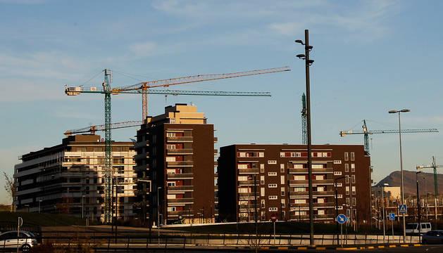 Vista de un grupo de viviendas en construcción en una imagen de archivo.