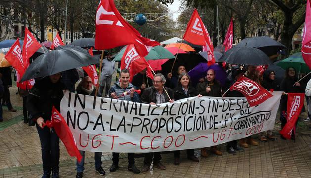 Una de las manifestaciones de UGT y CC OO frente a la proposición de ley de Internalización de Servicios Públicos.