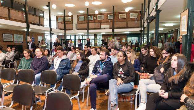 Alumnos del CIP ETI participantes en la iniciativa 'Habla de Europa en tu ciudad'.