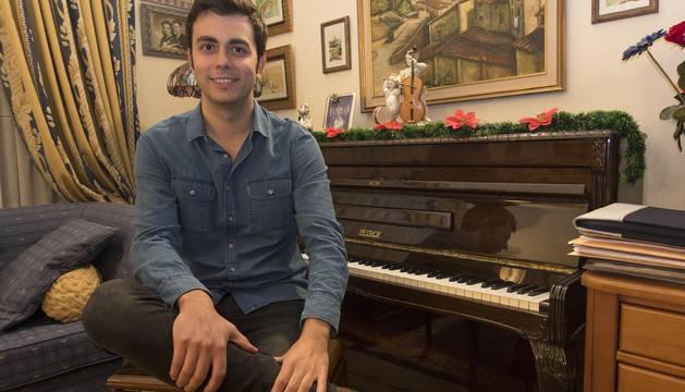 Gonzalo Fuentes, candidato de UPN, este lunes en su casa de Estella.