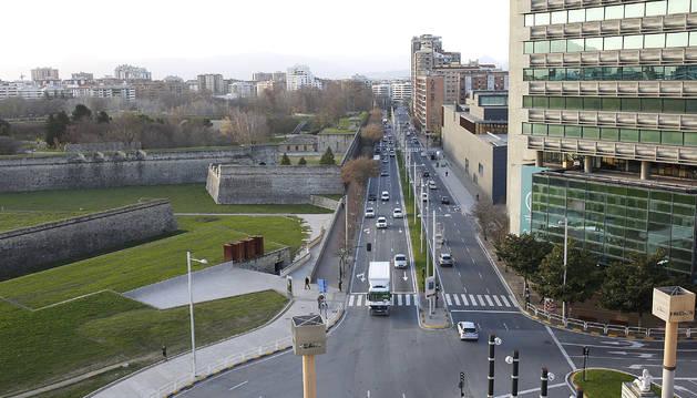 Vista de la avenida del Ejército desde la plaza de la Paz.