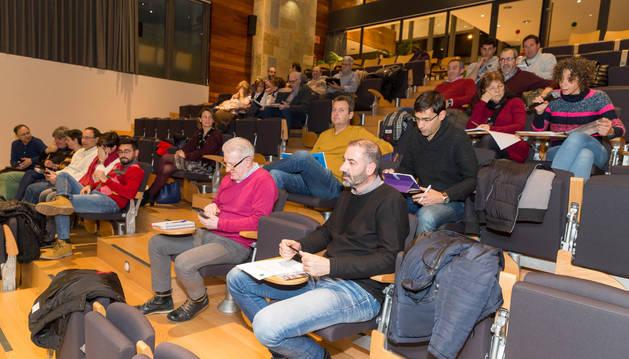 Asistentes a la asamblea de la Mancomunidad de la Ribera que se celebró ayer en su sede de Tudela.