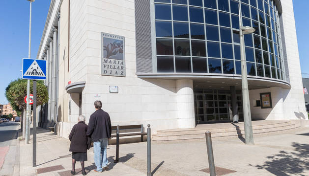 Acceso principal al cine de la Fundación María Villar Díaz, que pasará a ser de propiedad municipal.