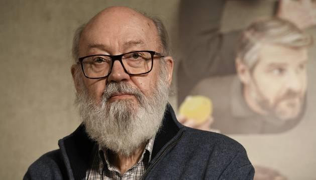 El cineasta José Luis Cuerda posa durante el photocall con motivo de la presentación de la película 'Tiempo después'.