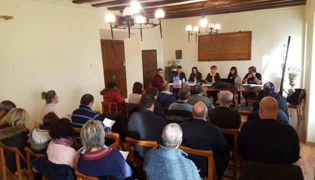 La asamblea se celebró ayer en el Ayuntamiento de Aibar, cuya secretaria ejerce temporalmente para la entidad.