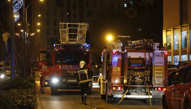 Foto del incendio en la Av de la Plaza Norte de Barañáin.