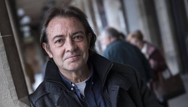 Juan Gracia Armendáriz, fotografiado ayer en la Plaza del Castillo de Pamplona.