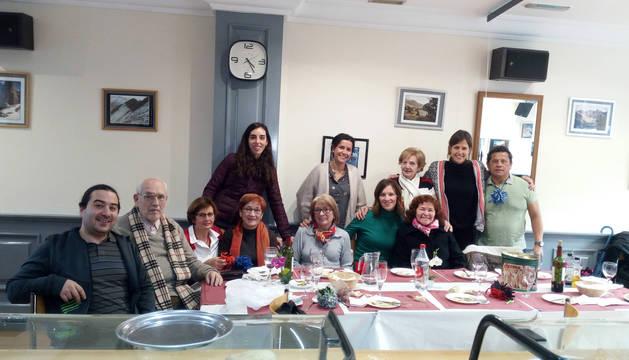 Una representación del grupo de voluntarios de Madre Coraje en Navarra, con la técnico Laura Irurzun, segunda por la derecha.