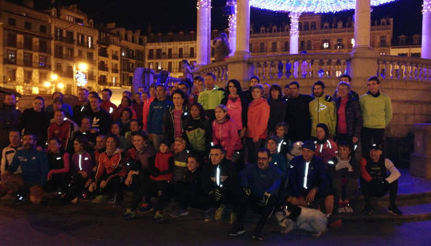 Un centenar de personas corre en Pamplona por Laura Luelmo