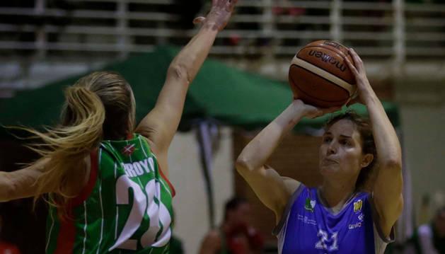 La alero argentina Cecilia Liñeira, en un partido anterior, se convirtió en la máxima anotadora de su equipo.