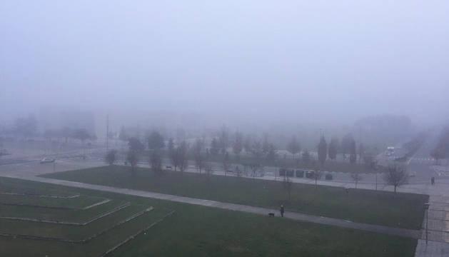 Amanecer bajo la niebla en Buztintxuri.