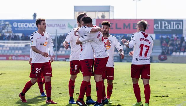 Alegría de los jugadores de Osasuna tras el gol que marcó Juan Villar al Reus el pasado domingo.