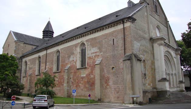 La catedral de Lescar, donde está enterrada Catalina de Foix, aunque su deseo era que sus restos reposasen en la de Pamplona.