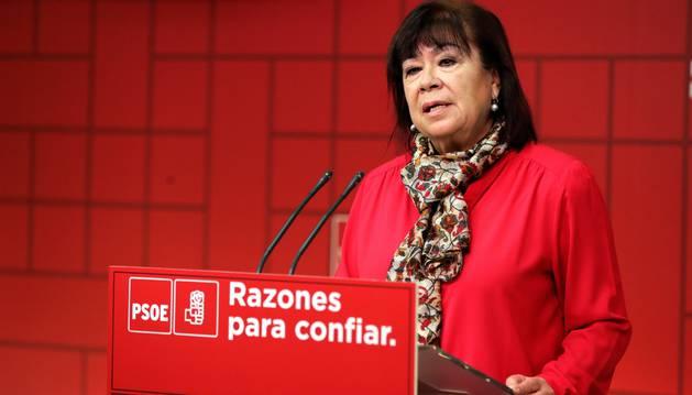 Foto de la presidenta del PSOE, Cristina Narbona, durante la rueda de prensa en la que ha analizado el mensaje navideño del rey Felipe VI.