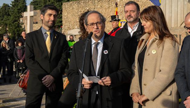 Torra, en el cementerio barcelonés de Montjuïc durante la ofrenda anual ante la tumba del expresidente de la Generalitat Francesc Macià.