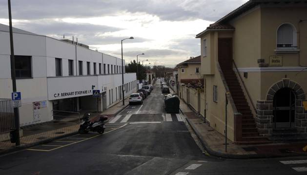 Vista de la calle María Auxiliadora, en el barrio de la Txantrea, que se convertirá en zona peatonal.