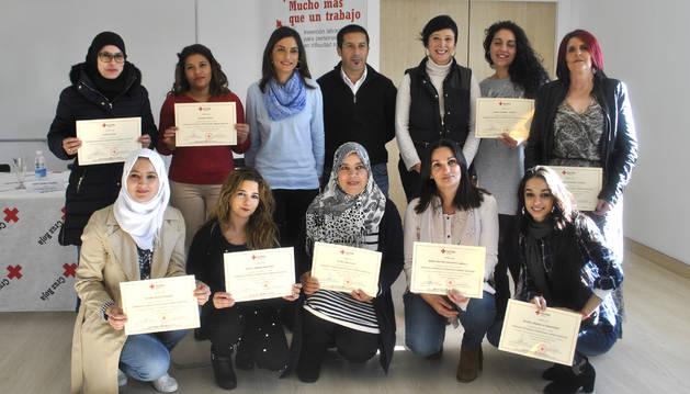 Foto de las asistentes al programa formativo recibieron un diploma en el acto de clausura.