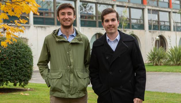 Estudiantes de la UPNA que participarán en el debate. De izquierda a derecha, Iñigo de Carlos Artajo y David Garciandía Igal.