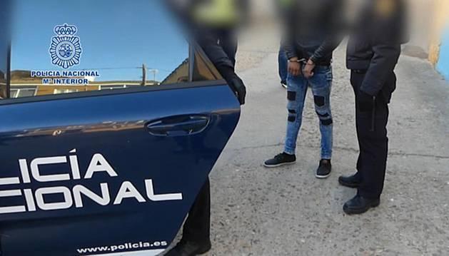 Foto de la liberación en la provincia de Zamora, de un joven de 16 años al que su padre, madre y hermano obligaban a prostituirse.