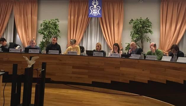 Un momento de la sesión de ayer, la primera como Virginia Magdaleno Alegría como secretaria. En la imagen aparece a la izquierda de la alcaldesa, la quinta desde la derecha.