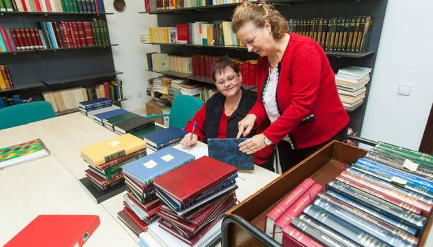 Una mujer con discapacidad y su tutora en la Universidad de Navarra, uno de los programas que se impulsan desde Cocemfe.