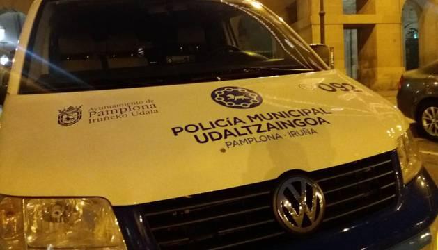 Un vehículo de la Policía Municipal de Pamplona.