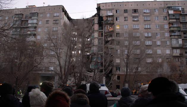 Tres muertos y 79 desaparecidos al derrumbarse un edificio en los Urales