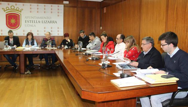 El tripartito de Bildu, Ahora-Orain y Geroa Bai, durante el pleno de presupuestos del día de Nochevieja.