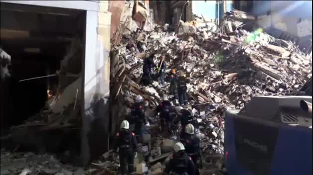 Rescatado con vida un bebé tras el derrumbe de un edificio en Rusia