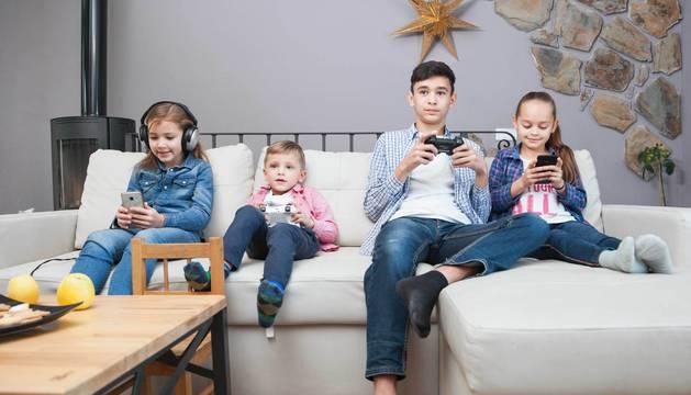 Foto de los más pequeños son los principales perjudicados de un uso abusivo de estos dispositivos.