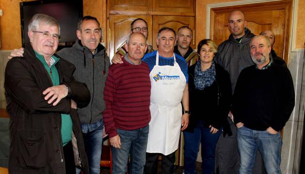 Varios miembros de la Sociedad Peñaguda, entidad organizadora de la cabalgada del día 5 de enero en Estella.