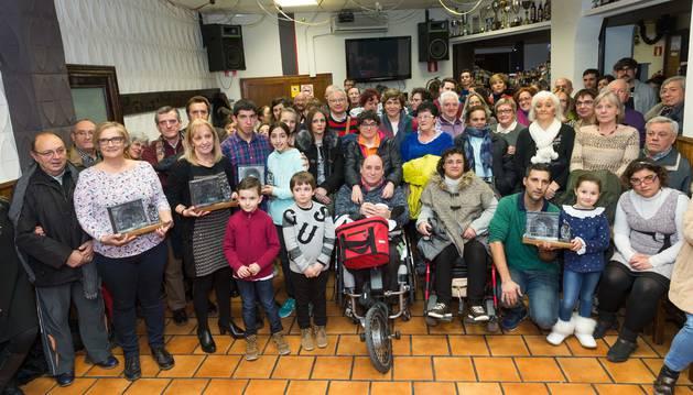 Foto de los galardonados y participantes en esta edición del certamen de belenes y nacimientos de Tudela que acudieron ayer a la entrega de las distinciones.