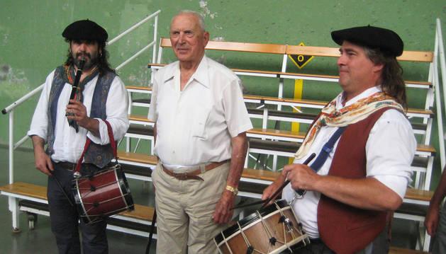 Homenaje a Gallastegui en Oronoz Mugaire en junio 2015