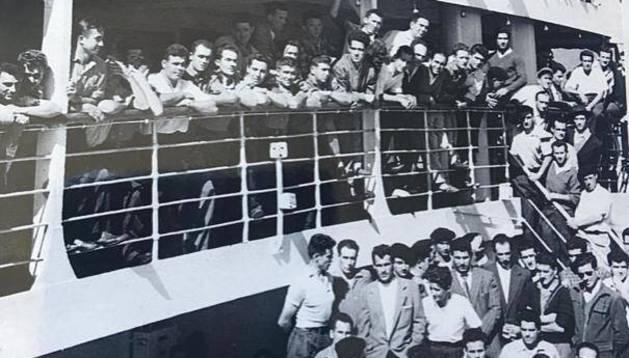 La imagen del pasaje de emigrantes que partieron a finales de la década de los 50 en un barco rumbo a Australia.