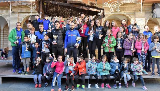 El XXXIX Cross de Reyes de Peralta ha congregado a 370 participantes y ha reunido cerca de 400 kilos de alimentos para el Sáhara.