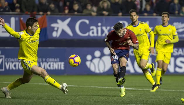 Ruben García anota el primer gol de Osasuna.