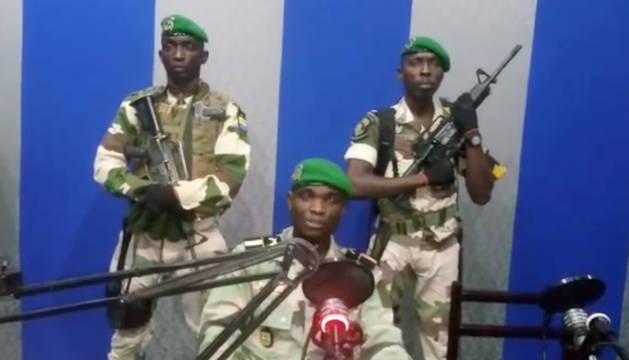 Los militares, en la radio