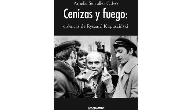 Portada del libro 'Cenizas y fuego: crónicas de Ryszard Kapuscinski'.