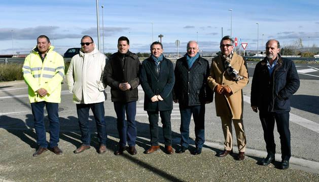 FOTO DE Visita del Gobierno de La Rioja en la carretera LR-134 entre Calahorra y San Adrián.