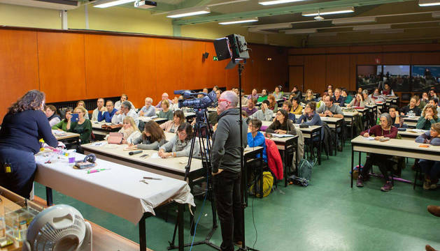 foto de Imagen del aula del edificio de El Sario de la UPNA donde se presentó 'La Gran Guía del Cacharrismo Científico'.