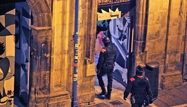 La Policía Foral entra en el okupado Palacio Marqués de Rozalejo