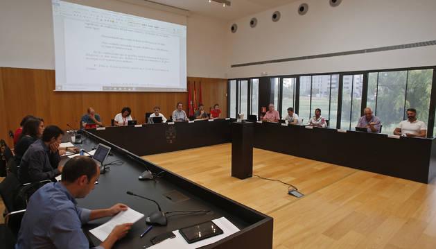 Vista de una sesión anterior del pleno del Ayuntamiento del Valle de Egüés.