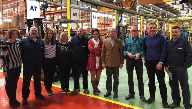 foto de Representantes de las entidades beneficiarias y de la plantilla de Unicarriers.