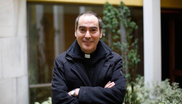 foto de El sacerdote pamplonés Rafael Pardo, de 40 años, en el oratorio San Felipe Neri (San Saturnino).