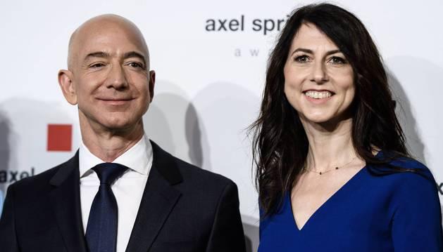 Imagen de archivo de Jeff Bezos y su mujer MacKenzie.