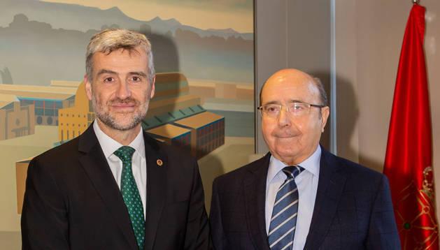 foto de El rector de la UPNA, Alfonso Carlosena, y el presidente de MTorres, Manuel Torres.