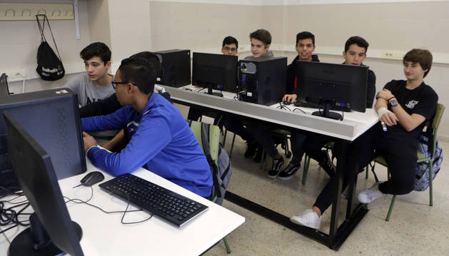 Alumnos del IES Padre Moret-Irubide durante las clases.