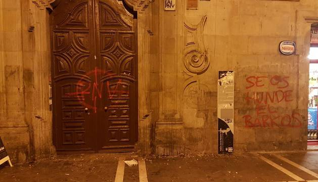 Pintadas en la sede del PNV, en Pamplona