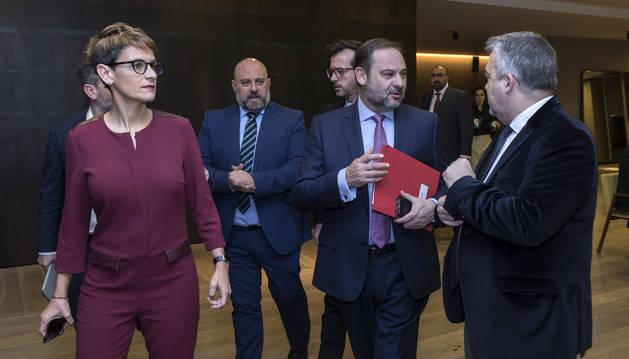 María Chivite, el delegado José Luis Arasti, el ministro José Luis Ábalos y Santos Cerdán.